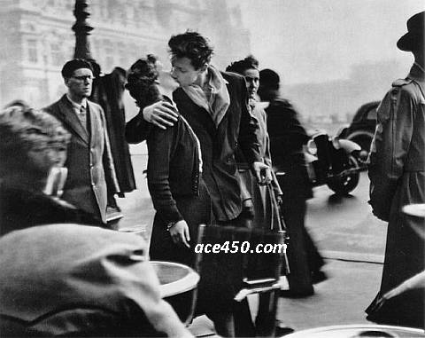 Робер Дуано Поцелуй у муниципалитета