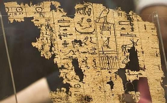 В Каирском музее выставили древние дневники строителей пирамид