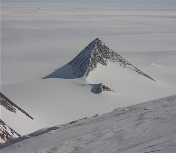 Таинственная пирамида в Антарктиде