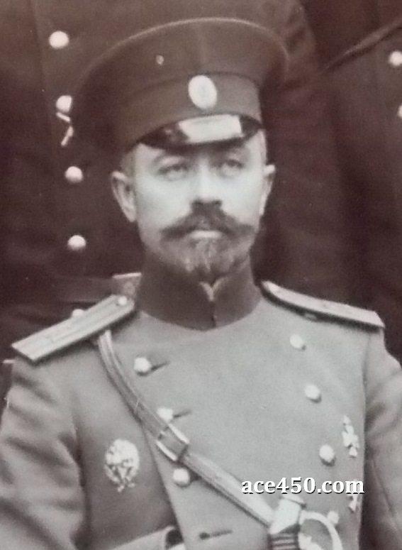 Старший по званию на фотографии личного состава 61 Владимирского полка