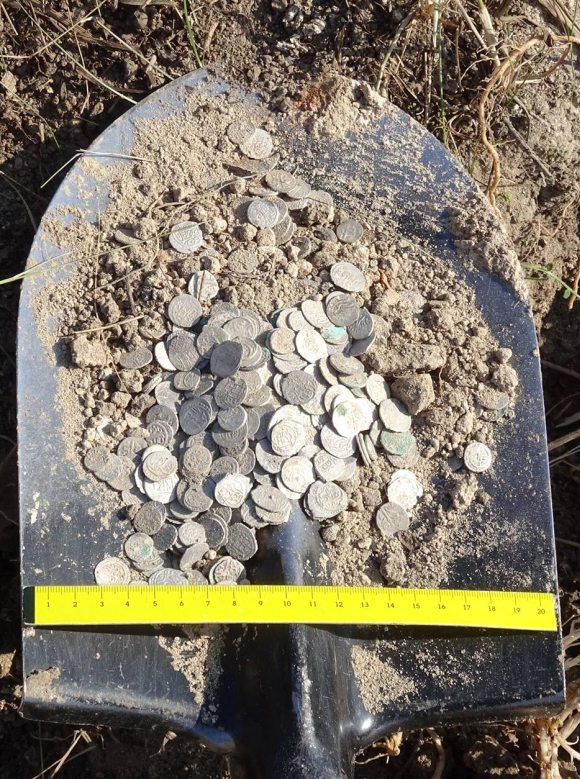 В Болгарии заключенные нашли клад - горшок с серебряными османскими монетами