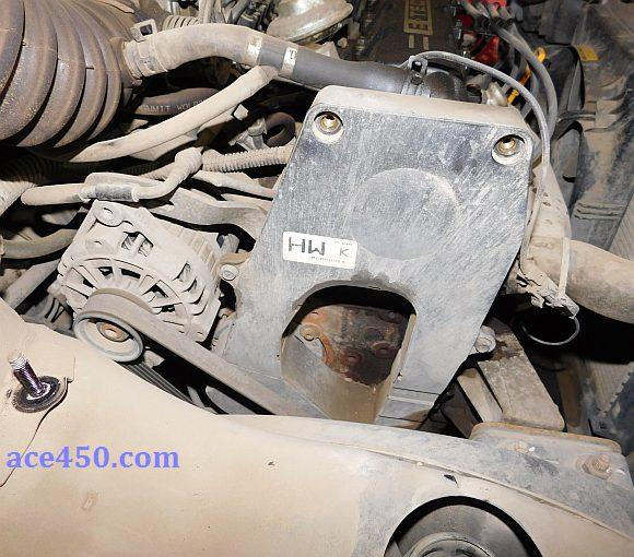 Верхняя пластиковая крышка закрывающая ремень ГРМ Ланос (на фото снят короб воздушного фильтра для лучшего обзора))