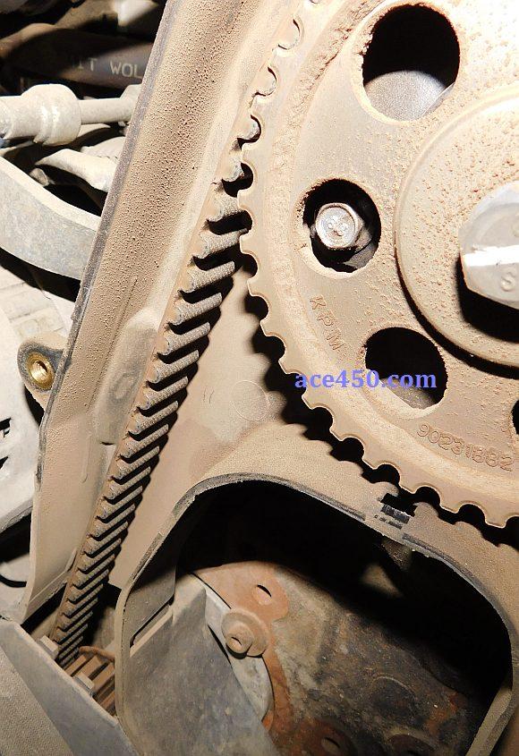 Ремень ГРМ Ланос на двигателе - видимые дефекты отсутствуют
