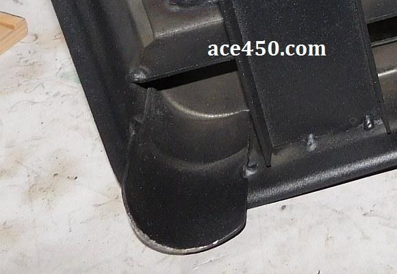 А на четвертой ноге опорной плиты станка Ворскла по резу металла резиновой накладки нету
