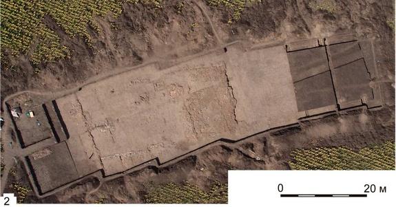 Фундамент древнего святилища. Размеры святилища 60х20 м