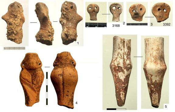Антропоморфные фигурки, найденные во время раскопок в 2009 году.