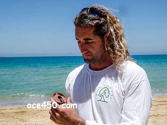 Израильский спасатель случайно нашел глиняный светильник времен крестовых походов