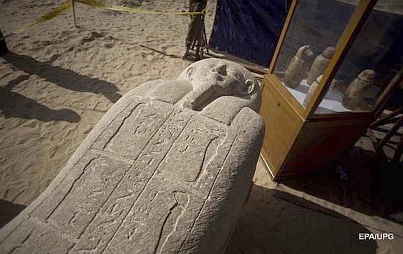 Один из найденных саркофагов жрецов в Египте