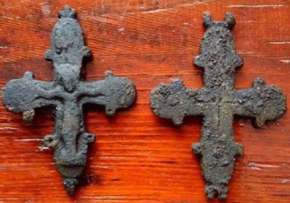 В полу храма на Львовщине нашли 900-летнюю реликвию