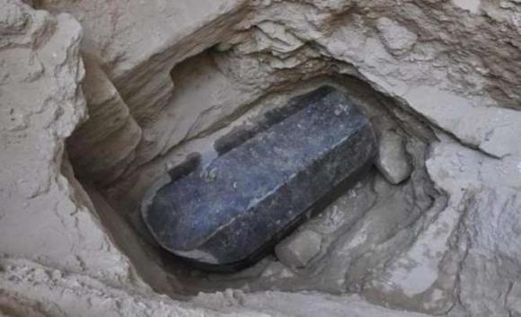 Таинственный черный саркофаг найденный в Александрии