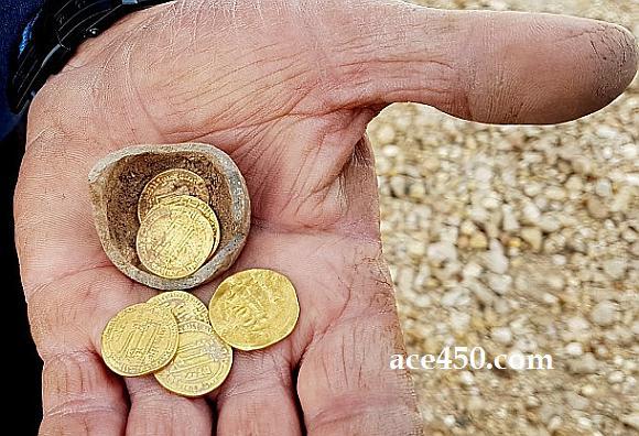 Уникальная находка израильских археологов -  золотой динар Харуна ар-Рашида (известный Багдадский халиф, главный персонаж «1000 и 1 ночь»